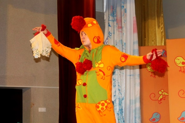 Зрителями спектакля «Хныка и Гыка» в Староуткинске стали около 160 человек