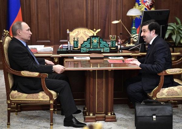 Владимир Путин и ректор РАНХиГС Владимир Мау обсудили систему подготовки кадров для органов власти