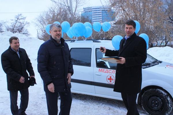 Анатолий Никифоров передал хоспису специализированный автомобиль