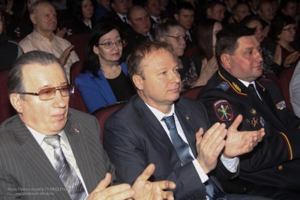 Виктор Шептий поздравил сотрудников органов внутренних дел с Днем защитника Отечества