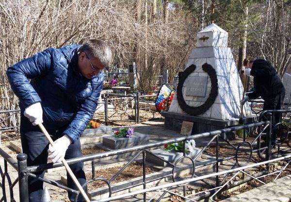 Партийцы привели в порядок мемориал летчикам-испытателям