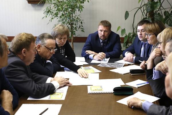 Партийцы обсудили с руководством Железнодорожного района вопросы благоустройства дворовых территорий