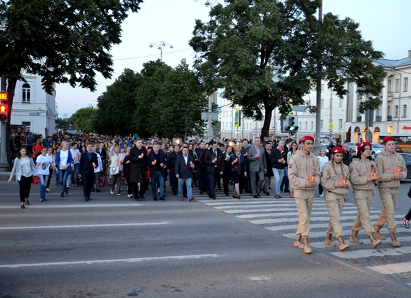 Свердловские единороссы приняли участие в акции «Свеча памяти»