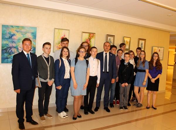 Представители Уральско-Сибирской Федерации ассоциаций, центров и клубов Юнеско посетили с экскурсией областной парламент