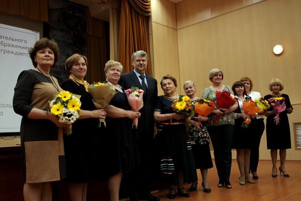 Анатолий Никифоров поздравил учителей Верх-Исетского района