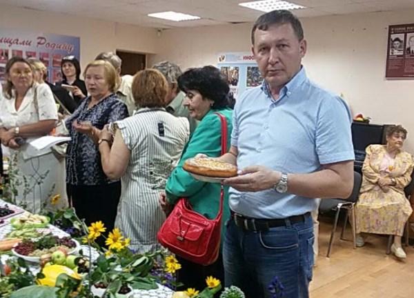 Александр Мяконьких: Спасибо нашим ветеранам за их творчество и стремление к красоте