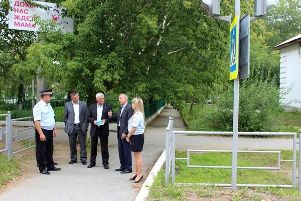 Кировград назван в числе лидеров по обустройству пешеходных переходов вблизи образовательных учреждений