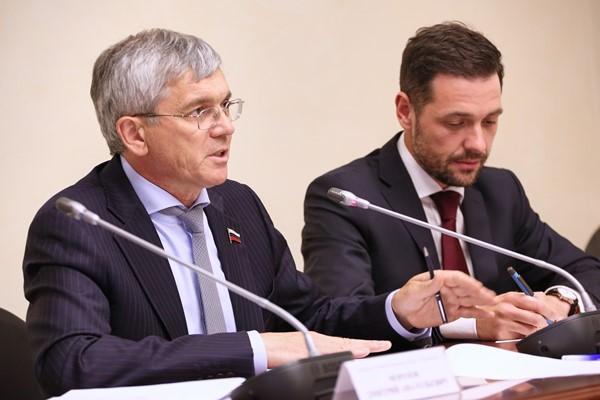 Александр Петров: Лекарственное обеспечение граждан с тяжелыми иредкими заболеваниями – одна из первостепенных социальных обязанностей государства