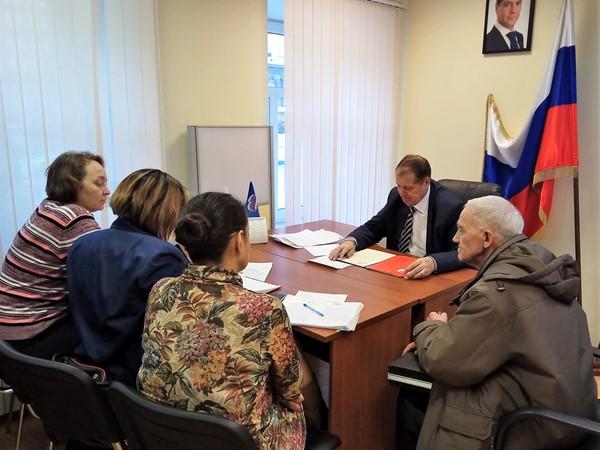 Замминистра социальной политики Сергей Золотов провел личный прием граждан