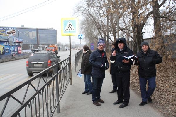 """Активисты партпроекта """"Безопасные дороги"""" проверили пешеходные переходы у школ Екатеринбурга"""