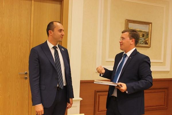 Михаил Клименко поздравил участников конкурса эссе