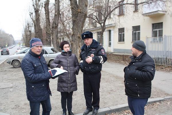 Активисты проекта «Безопасные дороги» проверили пешеходные переходы у школ Екатеринбурга