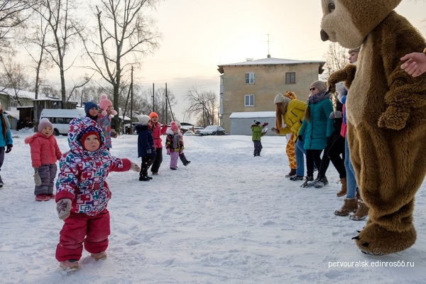 В Первоуральске «Молодая Гвардия» провела для детей праздник двора