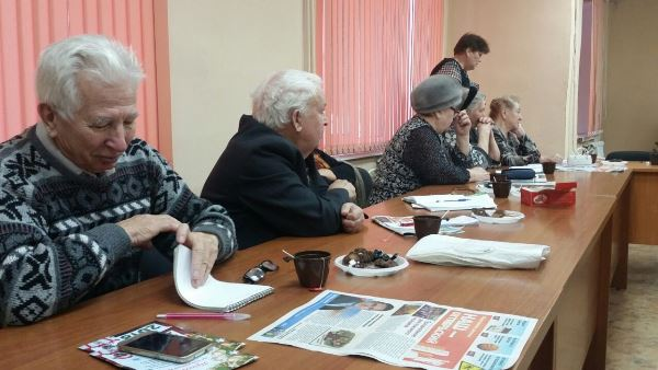 Алексей Сизиков провел встречу с ветеранами Октябрьского района
