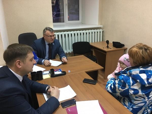 Сергей Никонов провёл прием граждан в Красноуральске