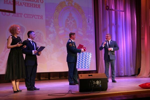 Сергей Никонов поздравил спасателей Лесного
