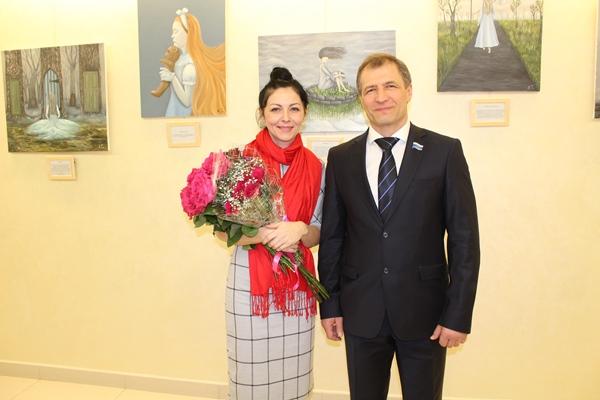 В региональном парламенте открылась выставка картин