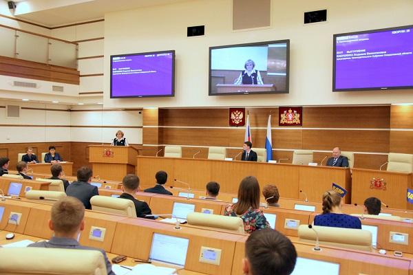 Самые масштабные выборы в Молодежный парламент проходят в Свердловской области