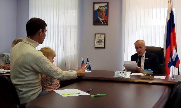 Шестилетнюю жительницу Екатеринбурга зачислили в нужный специализированный детсад после запроса Вячеслава Погудина