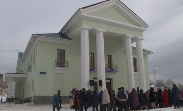 Общественная приемная «Единой России» помогла отремонтировать Дом культуры в поселке под Североуральском