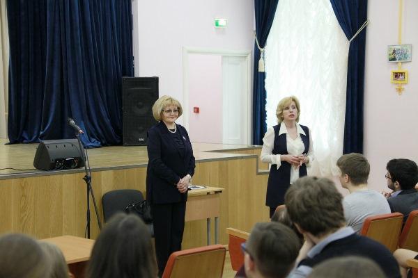 Людмила Бабушкина пригласила учеников гимназии №9 Екатеринбурга на работу в Заксобрание