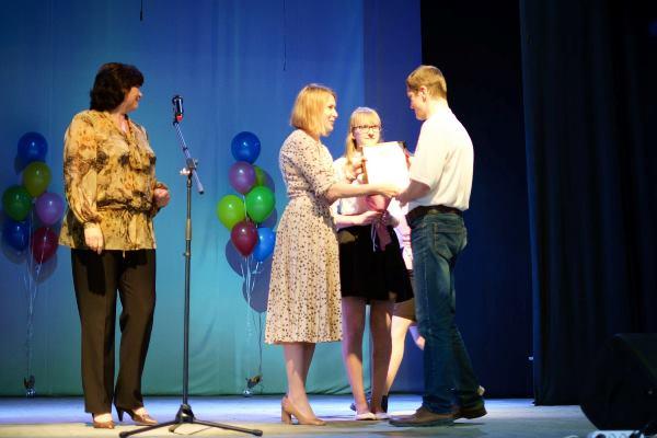 Елена Чечунова поздравила коллектив «Русского хрома» с профессиональным праздником