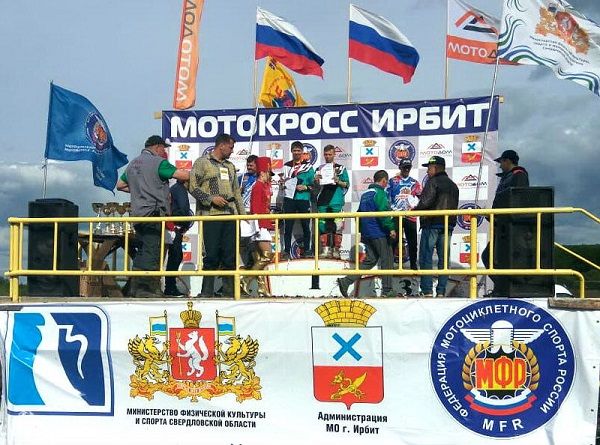 Единороссы Каменска-Уральского поздравили уральских гонщиков с целой серией побед