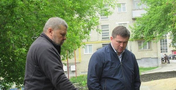 Мэр Шмыков проехал по Каменску-Уральскому и осмотрел ремонтируемые дороги