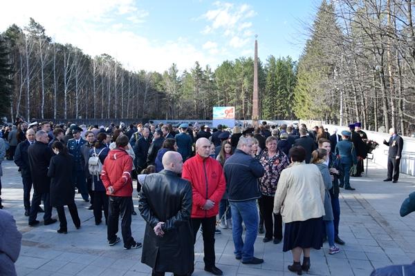 Михаил Клименко принял участие в церемонии возложения цветов к подножию Широкореченского мемориала