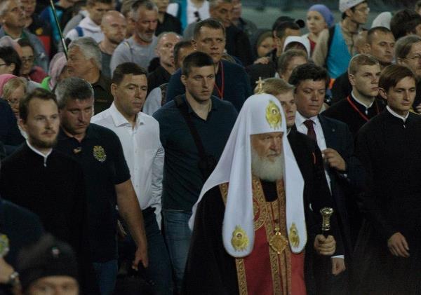Известные люди Екатеринбурга приняли участие в Крестном ходе