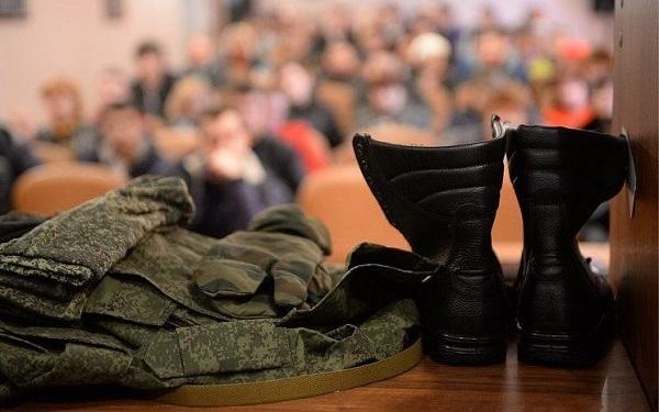 Эдуард Вольхин принял участие в совещании по итогам весеннего призыва
