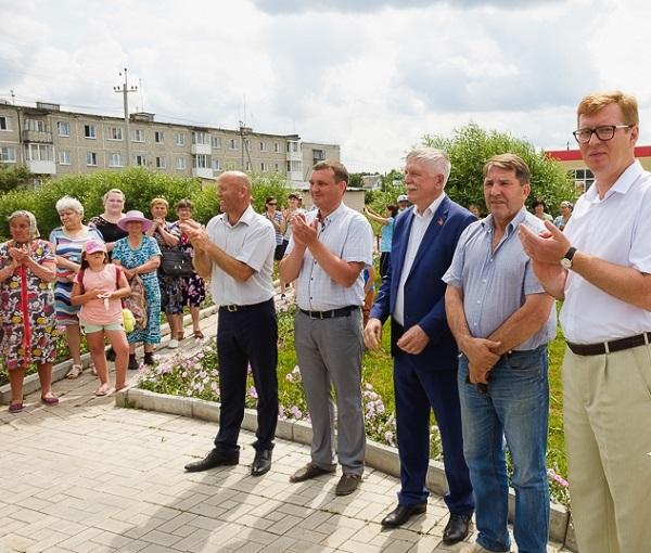 Первоуральские депутаты приняли участие в открытии необычного памятника весом в 700 тонн