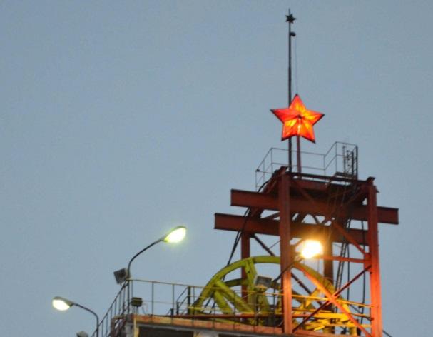 В поселке Малышева над шахтой Мариинского прииска вновь зажглись звезды