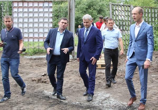 Федеральный инспектор проверил благоустройство некоторых территорий и дворов Каменск-Уральского