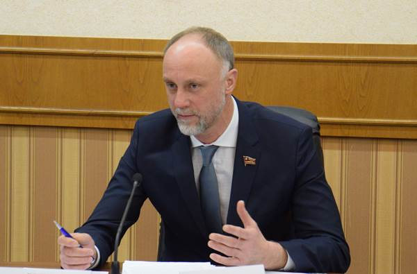 Голиков: Партия несет ответственность за принятые законы и их эффективность