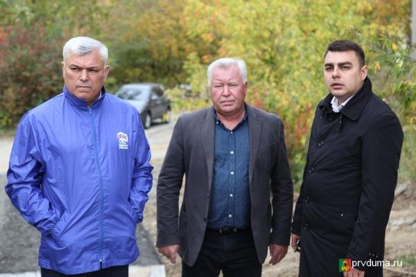 Партийцы проверили пешеходные переходы в Первоуральске