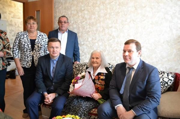 Дмитрий Ноженко поздравил екатеринбурженку со 100-летием