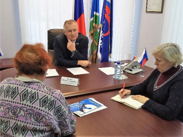 Екатеринбурженка пожаловалась Владимиру Власову на отсутствие информации об общественном транспорте на остановках