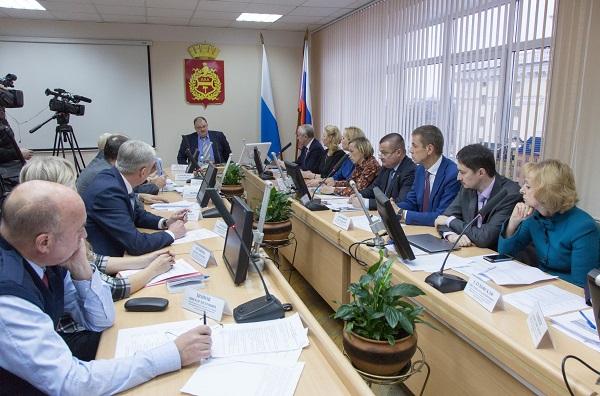 Тагильчане подняли острые вопросы на выездном совещании у министра здравоохранения