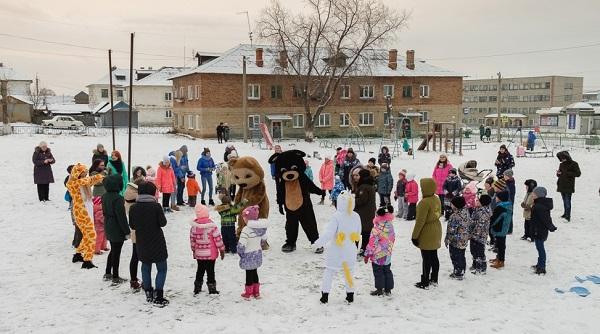 Депутат от «Единой России» устроил праздник двора в поселке под Первоуральском