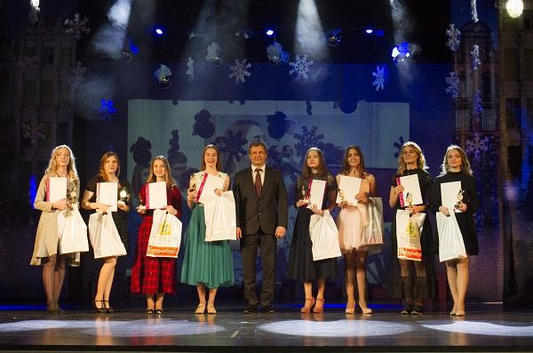 Игорь Володин и депутаты ЕГД поздравили лучших старшеклассников екатеринбургских школ (ФОТО)