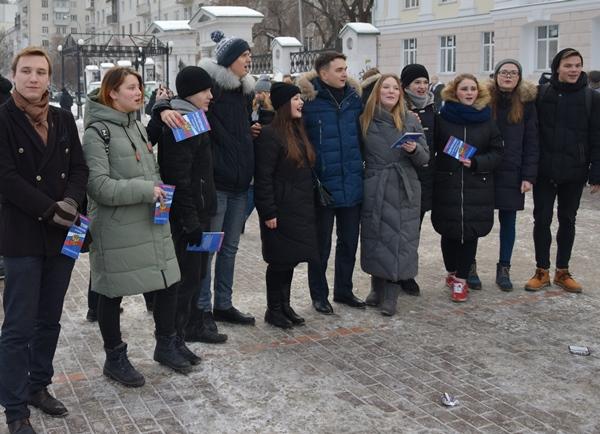 Молодогвардейцы провели флешмоб в День Конституции