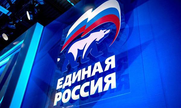 Единороссы передали новогодние подарки реабилитационному центру «Отрада»