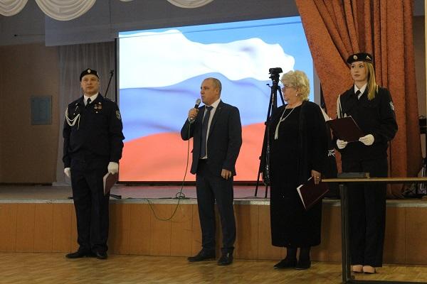 Секретарь Верхнесалдинского отделения Партии Игорь Гуреев встретился с юными спасателями МЧС