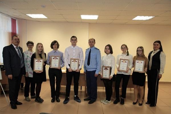 Алексей Вихарев наградил победителей конкурса для старшеклассников «Есть такая профессия – прокурор»