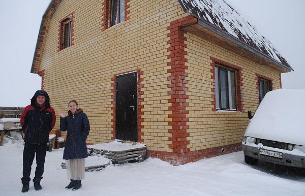 В Тугулыме семья с тремя детьми построила дом по жилищному сертификату и вступила в сторонники «Единой России»