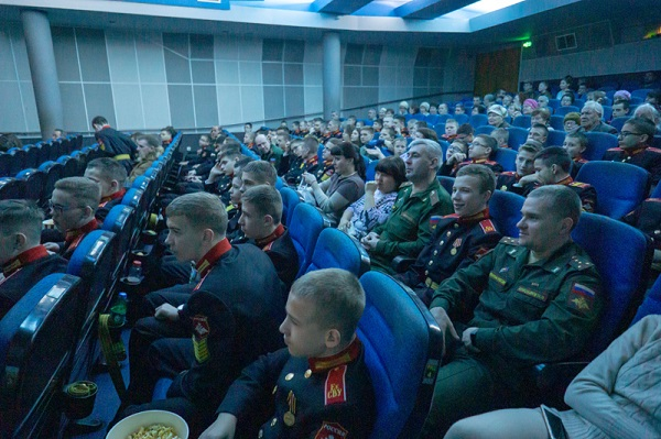 Игорь Володин организовал для суворовцев просмотр кинофильма «Т-34»