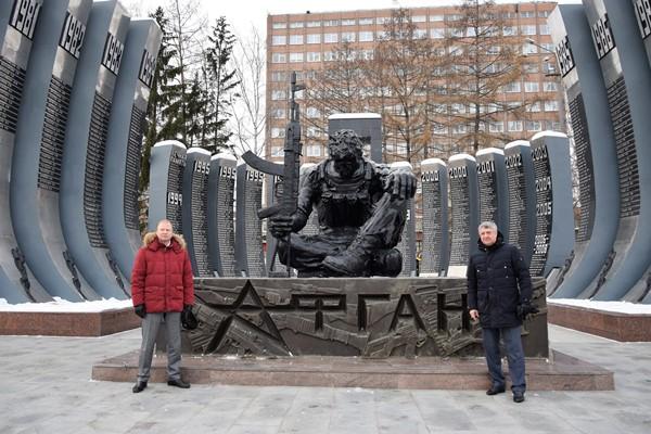 При содействии единороссов имя Героя России Виктора Омелькова увековечили на мемориале «Черный тюльпан»