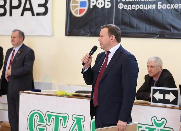 Депутаты регионального парламента поздравили спортивную школу с юбилеем