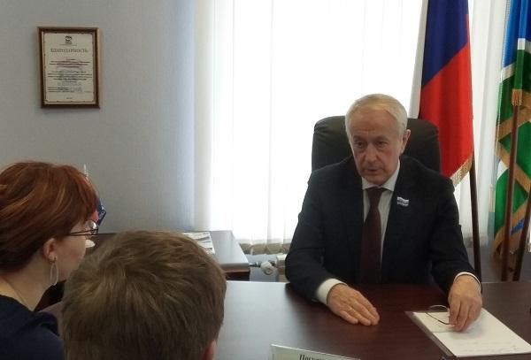 Депутат Законодательного собрания Свердловской области Вячеслав Погудин провел прием граждан